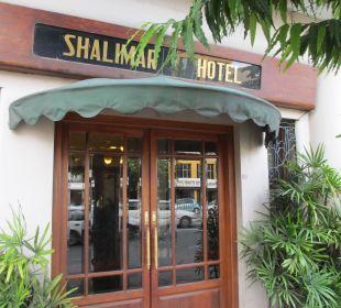 Blick von der Straße Shalimar Hotel