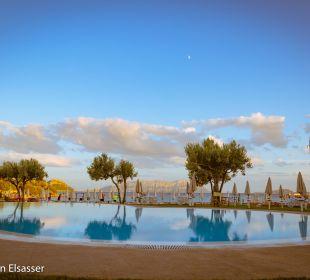 Blick zum Strand Hotel Baia Caddinas