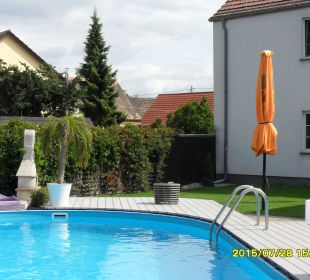 Blick zum Pool - 3 Hotel-Pension Keller