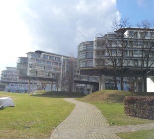Blick auf das Hotel vom See aus Kongresshotel Potsdam am Templiner See