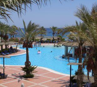 Aussicht vom Lobbybereich auf den Pool Jaz Dahabeya
