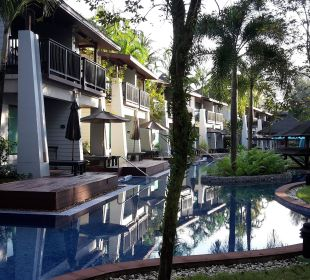 Pool mit Pool Access Zimmer  La Flora Resort & Spa