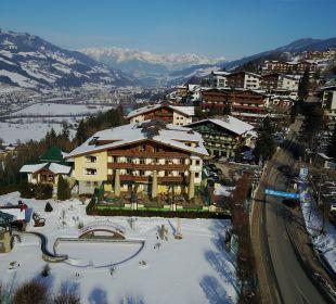 Luftbild im Winter Verwöhnhotel Berghof