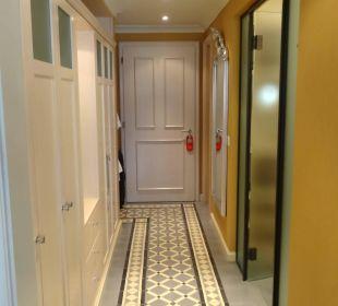 Viel Stauraum im Eingangsbereich der Junior Suite Lenkerhof gourmet spa resort