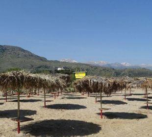 Am breiten Sandstrand ca. 500 m Hotel Corissia Beach