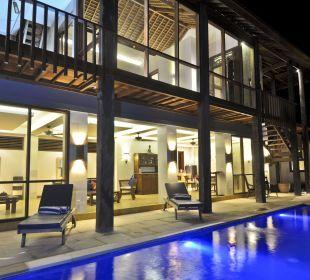 Rumah Isah - Pool mit Nachtbeleuchtung Nusa Indah Bungalows & Villa