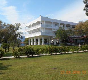 Hotelanlage mit Haupthaus Hotel Louis Zante Beach