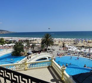 Widok z naszego balkonu na baseny i morze  Victoria Palace Hotel & Spa