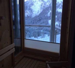 Blick in die Berge aus der Suiteeigenen Sauna Hotel Gartnerkofel