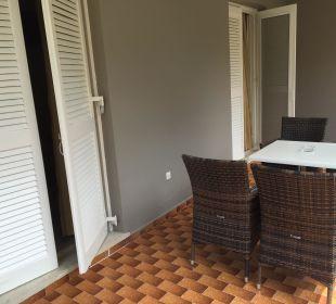 Einer der beiden Balkone (Studio) Hotel Acharavi Beach