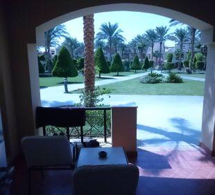 Blick vom Zimmer über Terrasse