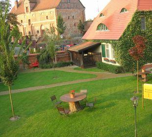 Blick aus einem Gartenhäuschen Ringhotel Schloss Tangermünde