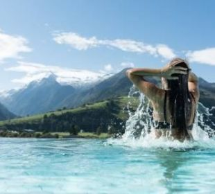 Ausblick Skylinepool Hotel Tauern Spa Zell am See-Kaprun