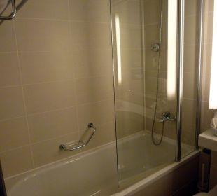 Dusche in der Badewanne Ramada Nürnberg Parkhotel