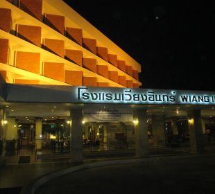 Hoteleingang in der Nacht Hotel Wiang Inn
