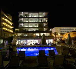 Das Hotel bei Nacht Mar Azul PurEstil  Hotel & Spa