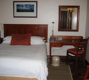Bett und Schreibtisch Hotel Southern Sun Mayfair