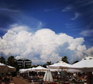 Wolkenfront über dem Hotel Sensimar Side Resort & Spa
