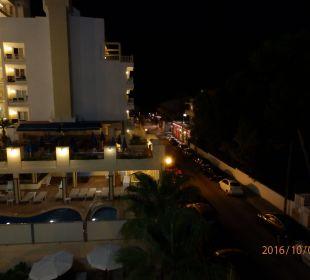 Nachts Nachbarhotel im Dunkel das Meer man hört es JS Hotel Yate