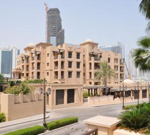 Blick von der Hotelzufahrt aus Vida Hotel Downtown Dubai