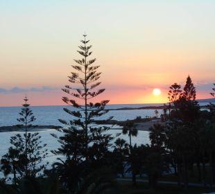 Sonnenuntergang über der Nissi Beach Hotel Nissi Beach Resort