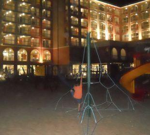 Spielplatz am Abend Sol Luna Bay & Mare Resort