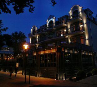 Das Europa Hotel in der Dämmerung (Seeseite) Europa Hotel Kühlungsborn
