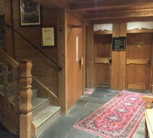 Treppenaufgang und Fahrstuhl Hotel Gronauer Tannenhof