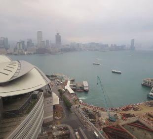 Blick von Zimmer 2417 Renaissance Harbour View Hotel Hong Kong