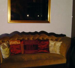 Couch auf dem Weg zum Restaurant