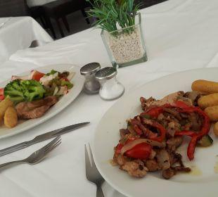 Abendessen vom reichhaltigem Buffet JS Hotel Yate