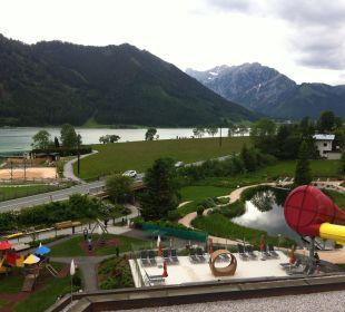 Blick vom Zimmer zum See u hoteleigenen Badeteich Rieser's Kinderhotel Buchau