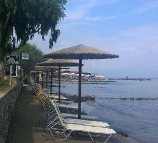 Strand vorm Garten Hotel Robolla Beach
