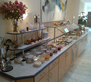 Buffet mit Speisen Astor und Aparthotel