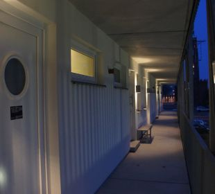 Eigener Eingang über Veranda im-jaich boardinghouse bremerhaven