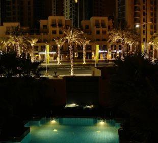 Poolanlage bei Nacht Vida Hotel Downtown Dubai