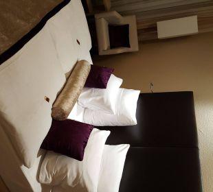 Das Boxspringbett im Zimmer Hotel Merkur