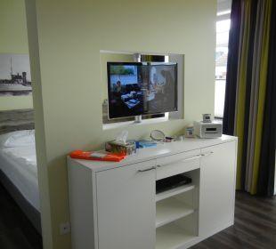 Schwenkbarer TV über Sideboard, BlueRay, Ipod-Dock Aparthotel Duhner Strandhus
