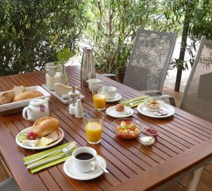 Frühstück im Freien Gästezimmer Fewos Familie Neubert