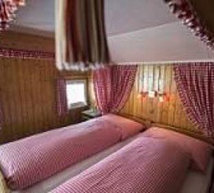 Kleineres romantisches Himmelbettzimmer Hotel Waldgasthaus Lehmen