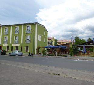 Blick auf Hotel und Biergarten Hotel-Gasthof-Fellner