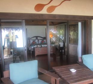 Blick von der Terrasse ins Zimmer