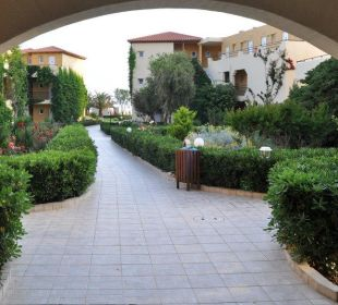 Garten Weg zum Strand Vantaris Beach Hotel