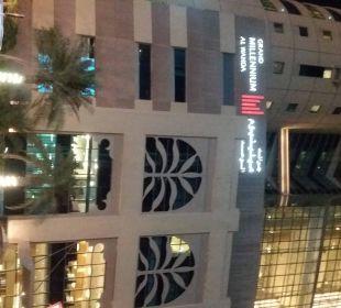 Außenansicht Hotel Grand Millennium Al Wahda Abu Dhabi