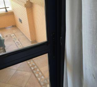 Kaputte Balkontür Gran Hotel Atlantis Bahia Real