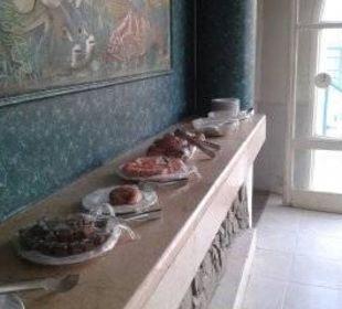 Vögel picken im Nachmittagsbuffet. Wiederlich! Hotel Shams Safaga