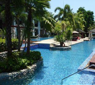 Pool Accesszimmer -Pool La Flora Resort & Spa