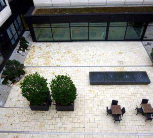 Blick auf die Tristesse des Innenhofs Ramada Nürnberg Parkhotel