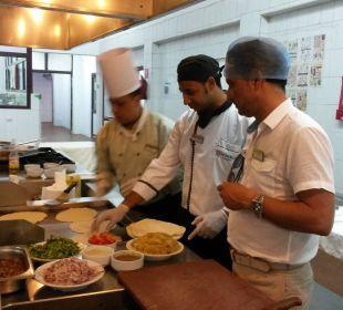 """Kochkurs mit Ibrahim und seinen """"Helfern"""""""
