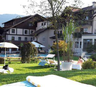 Liegewiese, Pool, Whirlpool und Hallenbad  Alpen Adria Hotel & Spa